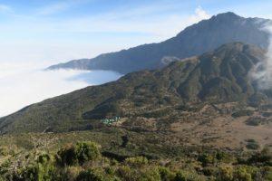 Mount Meru – mynd tekin frá tind litla Meru (3800m) Gígurinn á fjallinu er gríðarstór