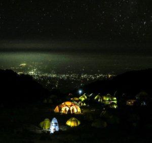 Tjaldbúðir á 3 degi á Kilimanjaro – Allar næturnar á fjallinu var stjörnubjart – Útsýni yfir borgina Moshi